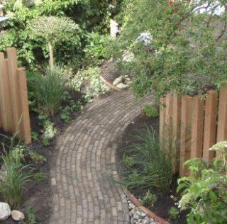 Geef je tuin een opknapbeurt! 15% korting op het leveren van beplanting voor balkon en tuin en 15% korting op het bemesten van gazon en borders bij hoveniersbedrijf Verboom