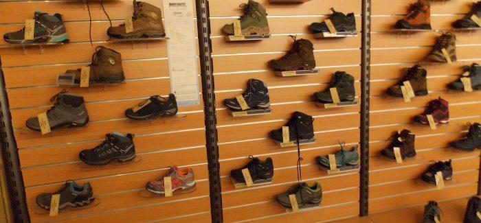 De beste wandelschoenen en een groot assortiment Outdoorkleding van de bekendste merken nu met 10% korting met je Bol van Voordeelpas bij De Jong Kampeer & Recreatie uit Hillegom De Zilk
